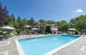 Property for sale in Grottaferrata. Villa with swimming pool immersed in the greenery of the Parco dei Castelli Romani