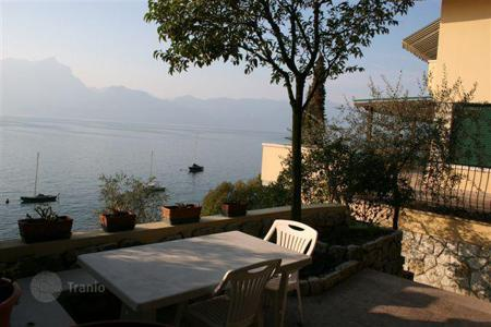 Luxury 4 bedroom houses for sale in Garda. Villa – Garda, Veneto, Italy
