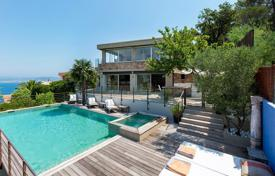 5 bedroom houses for sale in Theoule-sur-Mer. Modern villa overlooking the sea with a swimming pool and a parking, Théoule-sur-Mer, France