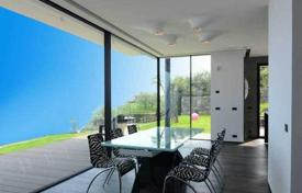 Coastal houses for sale in Bergeggi. Comfortable villa in Bergeggi, Italy. Panoramic sea view, large garden, elevator, garage, 200 meters from the sea