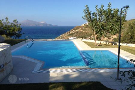 6 bedroom villas and houses to rent in Crete. This newly renovated villa has 6 bedrooms and can accommodate comfortably up to 11–12 persons. The villa has stunning views to Suda bay