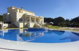 Houses for sale in Carvoeiro. Attractive 4 Bedroom House in a quiet location in Carvoeiro