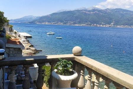Luxury property for sale in Dubrovnik. House first row to the sea!