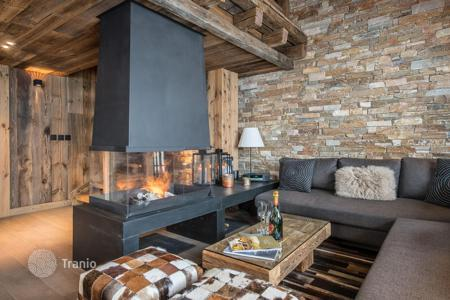 5 bedroom villas and houses to rent overseas. Modern chalet with a hammam, a sauna and a balcony, at 150 meters from the slope and the ski lift, Meribel, France