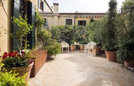 Spacious apartment with a terrace and canal views in the historic palace, Venice, Italy for 7,000,000 €