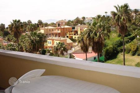 "Cheap apartments with pools for sale in Marbella. Magnificent apartment located in a quiet area of ""Las Chapas"""