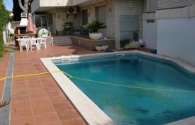 Spacious villa with a private garden, a pool and a barbecue area, Cambrils, Spain for 520,000 €
