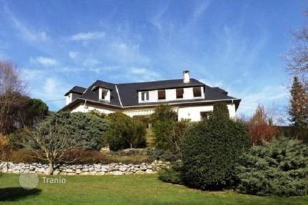 Cheap property for sale in South - Pyrenees. Wonderful house with an unrestricted view 10 minutes south of Tarbes, France