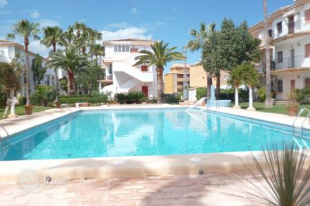 Coastal residential for sale in Costa Blanca. Furnished apartment with terrace, in a residence with garden and swimming pools, in 100 m from the beach, in Denia, Alicante, Spain
