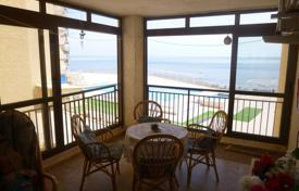 3 bedroom apartments by the sea for sale in Costa Blanca. Spacious apartment with panoramic sea views and a parking in a residential complex with a pool, 50 meters from the sea, Torrevieja, Spain