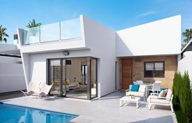 Residential for sale in Los Alcazares. Villa with private pool 300 meters from the beach in Los Alcázares