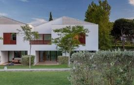 Houses with pools for sale in Faro. Stunning villa in a new 5 * hotel complex with excellent infrastructure in Portugal