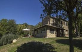 Houses for sale in Manciano. Villa with a guest house and a swimming pool in Manciano, Tuscany, Italy
