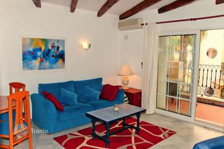 Cheap 2 bedroom apartments for sale in Spain. Cozy two-bedroom apartment in a residential complex with a swimming pool in Torrevieja