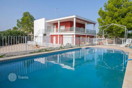 Cheap houses for sale in Alberic. Villa – Alberic, Valencia, Spain