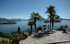 Houses with pools for sale in Piedmont. Maggiore lake. An enchanting 1930s house with a spectacular lake view