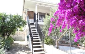 2 bedroom apartments for sale in Costa Dorada. Apartment with a garden, a terrace and a parking, Cambrils, Spain