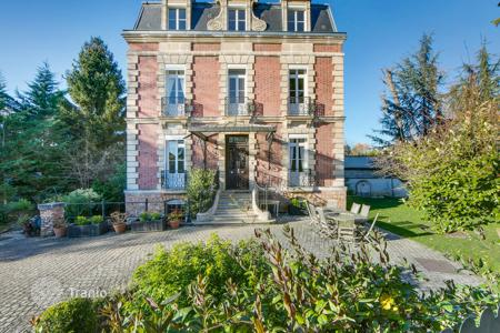 Luxury 6 bedroom houses for sale in France. Ville d'Avray – A superb period property