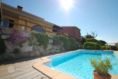 Villas and houses to rent in Barcelona. Villa – Barcelona, Catalonia, Spain