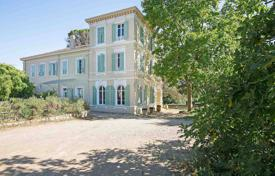 Houses with pools for sale in Grasse. Cannes backcountry — Fragrance makers'mansion