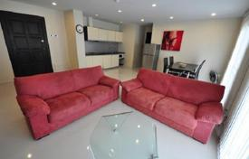 Cheap apartments for rent with swimming pools in Chonburi. Cozy apartment in Pattaya, Thailand. Residence with a large territory with shops and restaurants, near Jomtien Beach