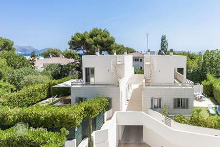 Condos for sale in Europe. In prime beach location, modern and stylish semi-detached villas for sale in Playa de Muro
