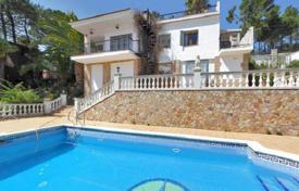 Houses with pools for sale in Lloret de Mar. Mediterranean villa with a pool and a sea view in a green area, close to the beach, Lloret de Mar, Spain