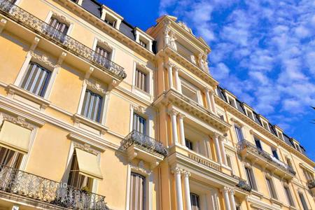 Cheap 1 bedroom apartments for sale in Beaulieu-sur-Mer. Magnificent 2 bedroom apartment In a superb Belle Epoque palace in the heart of Beaulieu