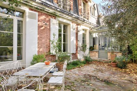 Residential for sale in 14th arrondissement of Paris. Paris 14th District – The feel of the countryside in the heart of Paris. Avenue Denfert Rochereau
