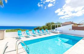 3 bedroom villas and houses by the sea to rent in Cyprus. Idyllic setting, beautiful views and perfect interior, this fabulous villa with private pool is situated on a quite area of Protar