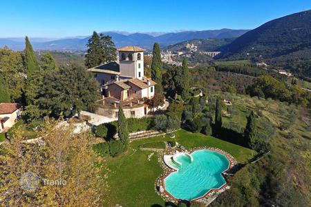 Luxury property for sale in Spoleto. Historic villa in Umbria