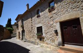 Houses for sale in Pals. Original historic villa with a terrace close to the beach, Pals, Spain