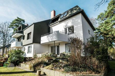 3 bedroom apartments for sale in Berlin. Duplex apartment with terrace and garden, 150 meters from the lake Kleiner Wannsee, Berlin