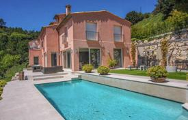 Houses with pools for sale in Èze. Luxury villa with panoramic sea views in the village of Eze