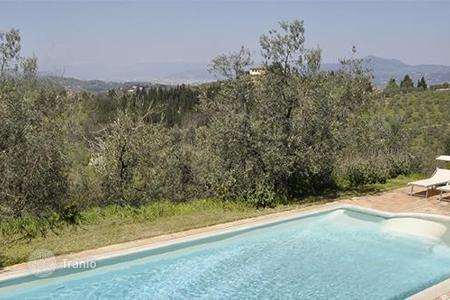 Villas and houses for rent with swimming pools in Florence. Villa Fontesanta