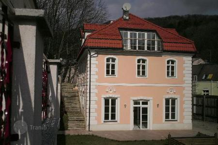 Residential for sale in Hernals. Superb historic villa in the green area of Hernals, Vienna