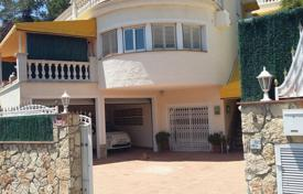 Coastal chalets for sale in Costa Brava. House in urb. Cala Canyelles