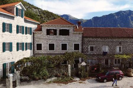 Property for sale in Montenegro. The apartment is in an old house in the town of Strp