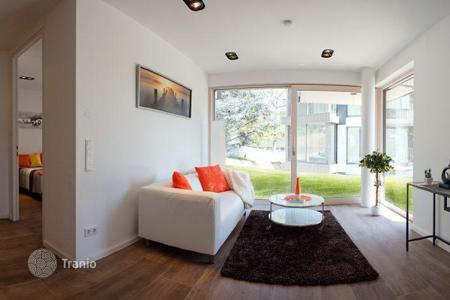 Apartments with pools for sale in Austria. New one-bedroom apartment with a terrace and private garden in Vienna
