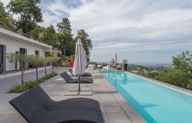 6 bedroom houses for sale in France. Sumptuous contemporary villa on the heights of Nice