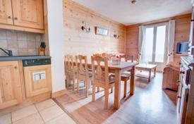 2 bedroom apartments for sale in Haute-Savoie. Two-bedroom apartment with a huge southwest-facing balcony in a renovated townhouse, Morzine, France