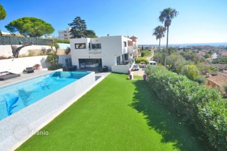 Luxury 5 bedroom houses for sale in Antibes. Villa - Antibes, Côte d'Azur (French Riviera), France