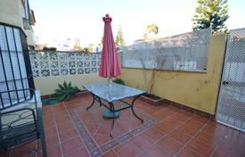 Townhouses for sale in Benalmadena. This is an amazing townhouse in just a 7-minute walk from the beach and just a 10-minute walk to the famous Puerto Marina