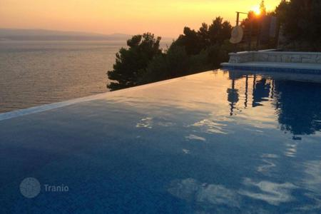 Coastal houses for sale in Split-Dalmatia County. Luxury villa in Omis first line from the sea