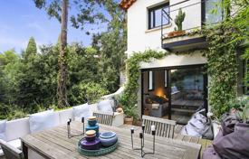2 bedroom houses for sale in Côte d'Azur (French Riviera). Renovated house with terraces and a parking, Cannes, France