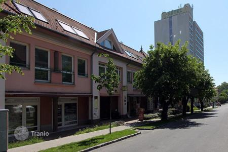 4 bedroom apartments for sale in Heviz. Luxurious flat in the town centre of Hévíz 100 m from the thermal lake