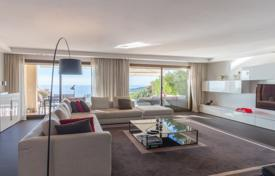 4 bedroom apartments for sale in Provence - Alpes - Cote d'Azur. Comfortable apartment with a spacious terrace and panoramic sea views, Nice, France