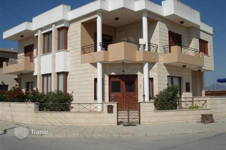 Property for sale in Dromolaxia. Threer Bedroom House