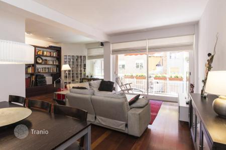 2 bedroom apartments for sale in Barcelona. Stylish flat in Eixample
