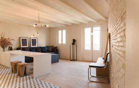 Coastal apartments for sale in Barcelona. Two-bedroom apartment in a historical building in the center of Barcelona, Born district, only 500 meters from the sea